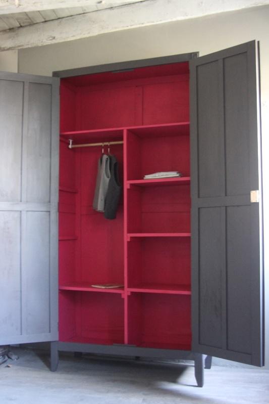 bureau dans une armoire maison design. Black Bedroom Furniture Sets. Home Design Ideas