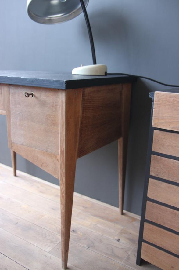 bureau vintage petite belette. Black Bedroom Furniture Sets. Home Design Ideas