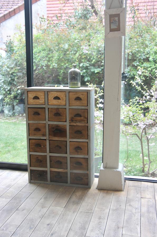 petit meuble de m tier petite belette. Black Bedroom Furniture Sets. Home Design Ideas